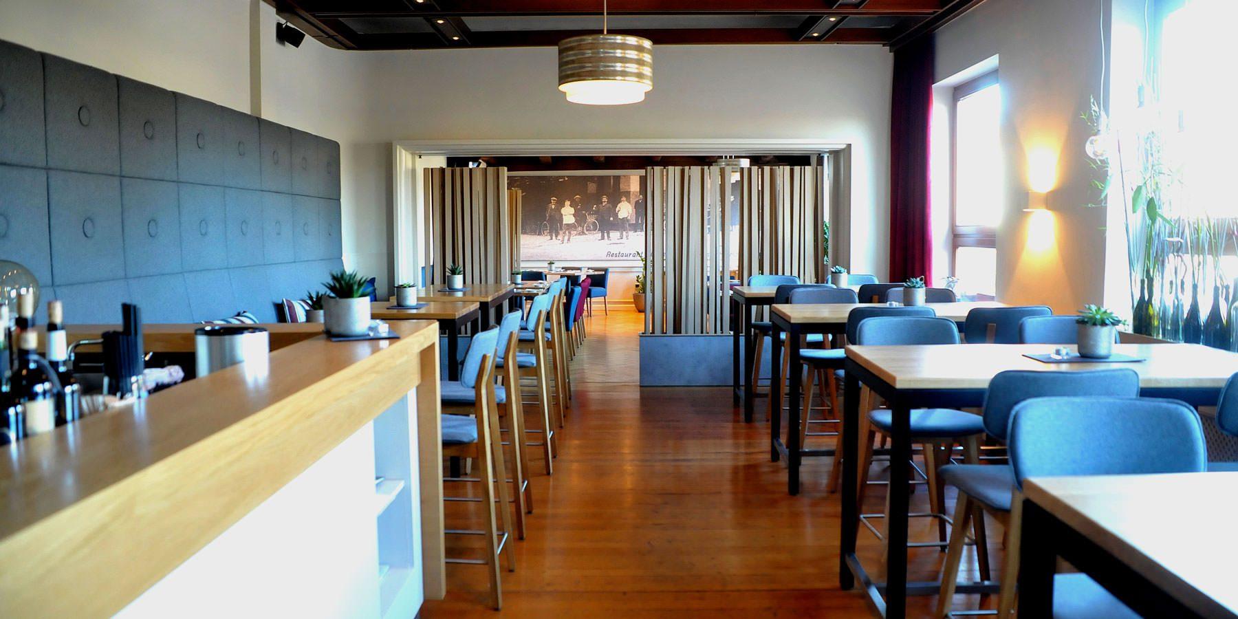 Restaurant und Hotel Hollmann in Halle Westf., Blick ins Restaurant und Bistrobereich