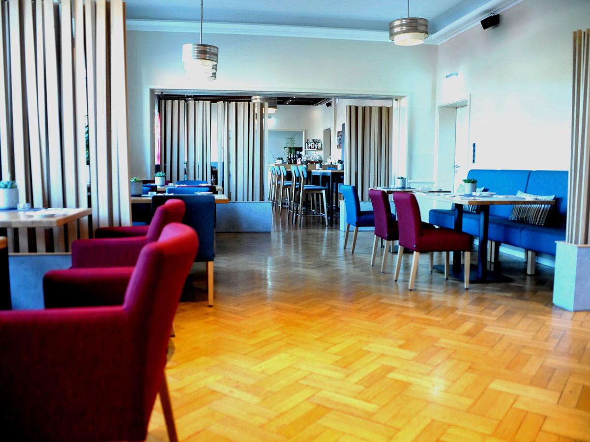 Restaurant und Hotel Hollmann in Halle Westf., Blick ins Restaurant und zur Theke